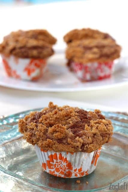 Cinnamon Swirl Banana Muffins with Cinnamon Streusel Topping | ZagLeft